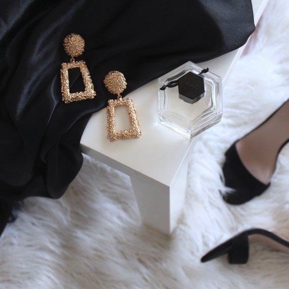 Wien Sex szene mit Ohrringen und schwarzem Kleid